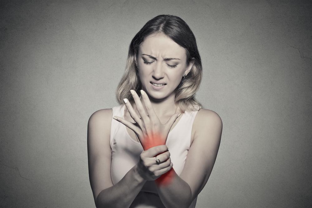 Frau mit Arthritis