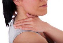 Frau mit Muskelschmerzen