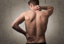 mann mit muskelschmerzen