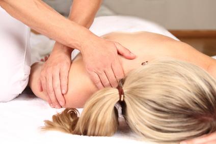 Verspannung wird mit Hilfe einer Massage gelöst