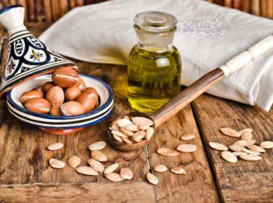 Arganöl und Früchte