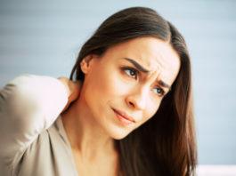 Frau mit neuropathischen Schmerzen