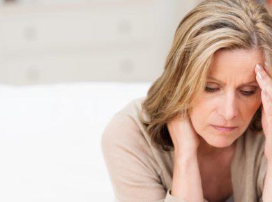 Frau mit Tumorschmerzen