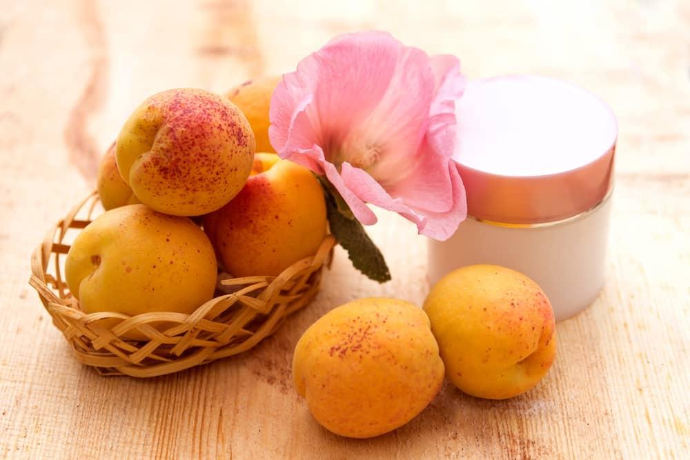 Kosmetik Produkte mit Aprikosenkernöl