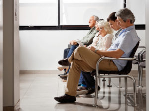 Patienten warten auf ihren Arzttermin